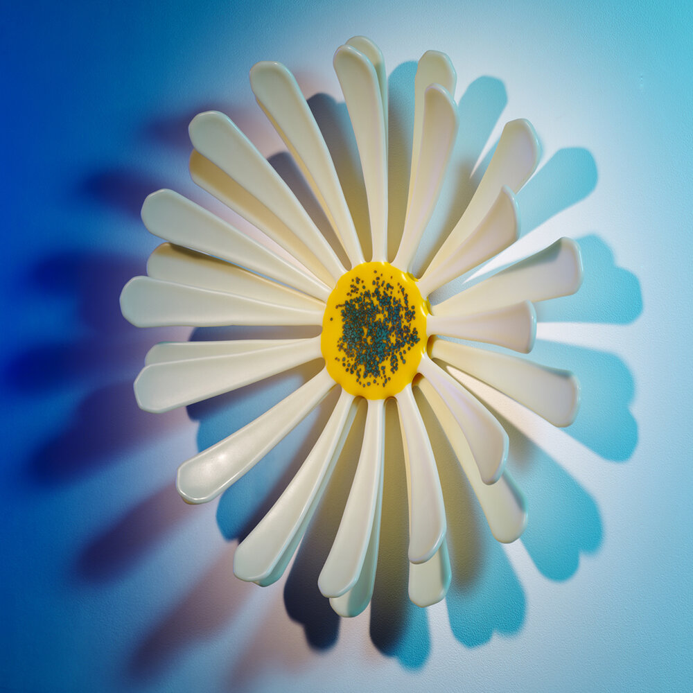 a photograph of one of Cressa's Glass pieces in the shape of a daisy